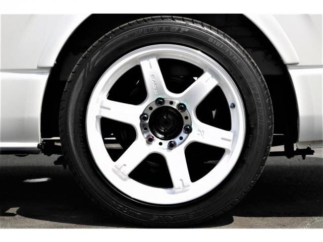 スーパーGL ダークプライム 買取直販 4型 ダークプライム ディーゼル 4WD パールホワイト 両側パワースライドドア 助手席エアバッグ 100Vアクセサリーコンセント 寒冷地仕様 ミラーヒーター 内外装フルカスタム(8枚目)
