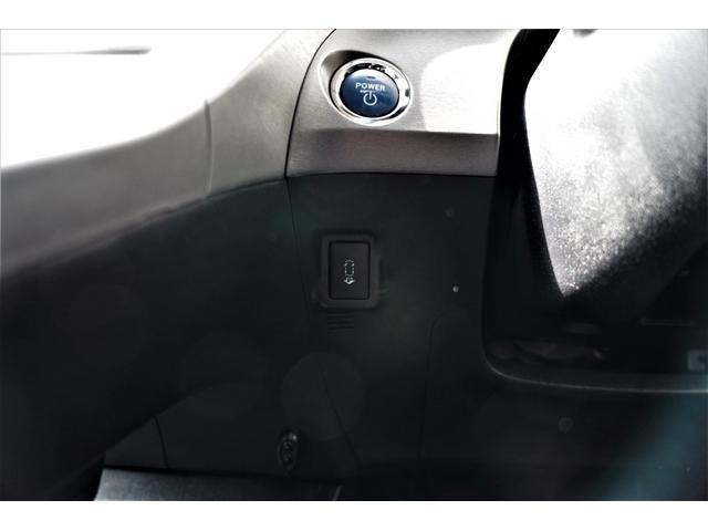車庫入れや縦列駐車のステアリング操作を車両がアシストする、バックモニター付きインテリジェントパーキングアシストスイッチ装備☆