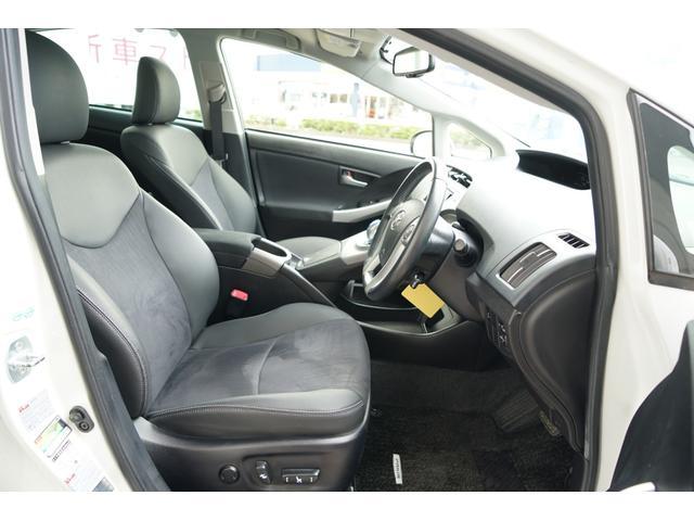 運転席には8ウェイパワー(前後スライド+リクライニング+シート上下+チルトアジャスター)を装備☆電動ランバーサポート付き☆運転席・助手席ともにシートコンデション良好です☆