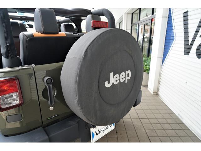 JEEPロゴ入り純正背面タイヤカバー装備☆
