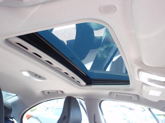 ガラススライディングルーフを装備します。チルト・スライドオープン機能を備えており解放感溢れる素敵なドライブを存分にお楽しみいただけます!