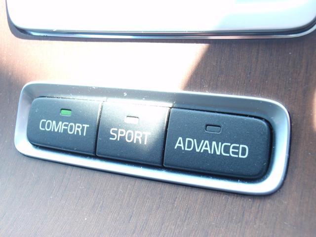 アクティブシャシを装備しております!ショックアブソーバーの特性を制御し、車両走行特性の調節を可能にします。Comfort,Sport、Advancedの3つの設定がございます!