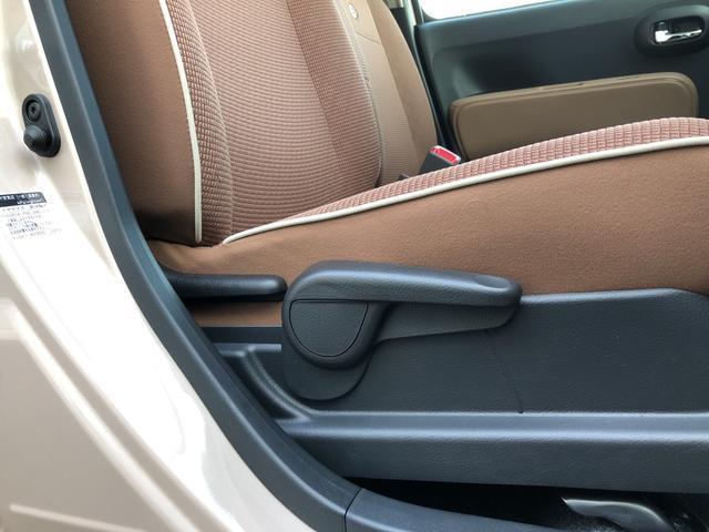 運転席にはシートリフターが付いています。長時間運転しても疲れにくいシートを設定。さらに運転する人それぞれの体格に合わせてドライビングポジションをきめ細かく調整できます。