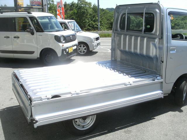 荷台は3方開で大きな荷物の積み込み楽々OK★