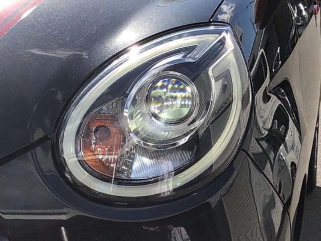 夜間の運転を快適にしてくれる明るいLEDヘッドライト