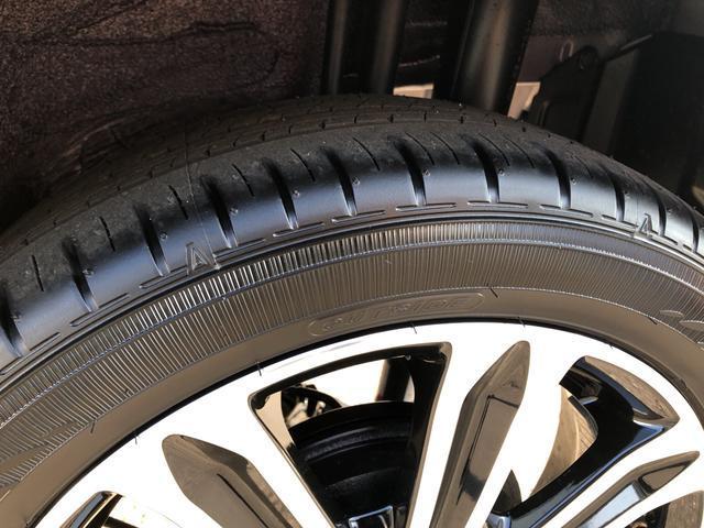 タイヤ溝もバッチリエコタイヤ採用で低燃費と長持ちに貢献しています。