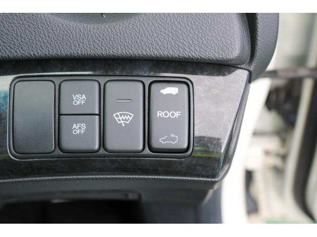 VSA(横滑り防止)機能付いております!ボタンにより切り替えOn Offも可能!サンルーフ開閉ボタンもこちらにあります。