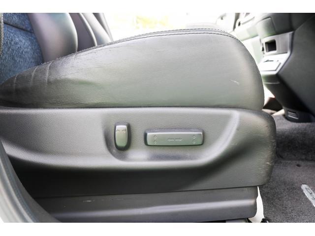 電動シートで簡単に座席の調節が可能です!