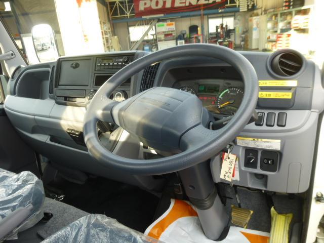 三菱ふそう キャンター 全低床 平3t 4WD