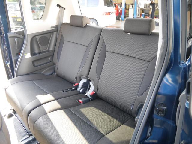 後部座席も小奇麗な感じです。あまり使用されていなかったご様子です。