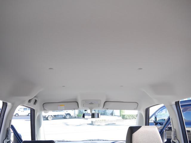 禁煙車でしたので天井も小奇麗なんです。
