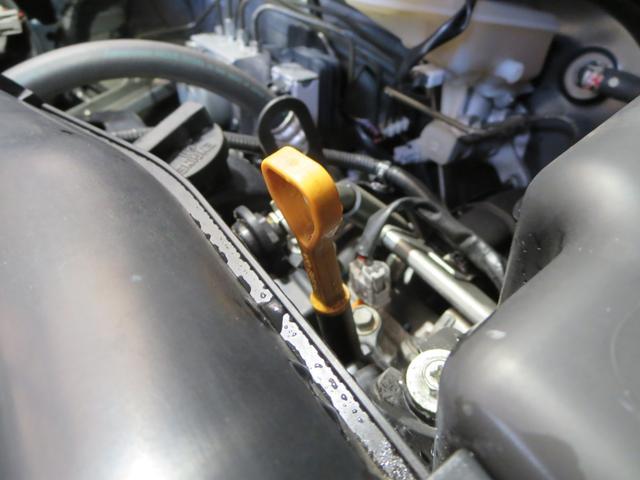 エンジンオイルは全車交換してからのお渡しです。オイルフィルター(オイルエレメント)も交換いたしますよ。今後は5000km毎または半年ごとの交換をお勧めいたします。