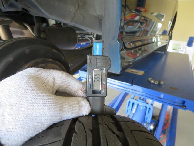 タイヤの残量はご覧の通りです。まだまだお使いいただけますよ。
