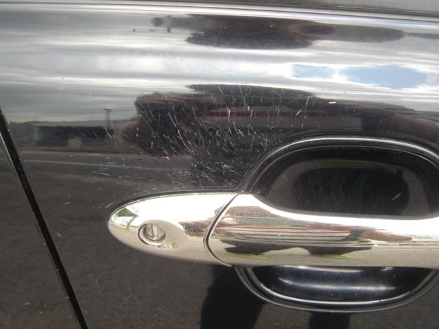 運転席のドアには傷が多くあります