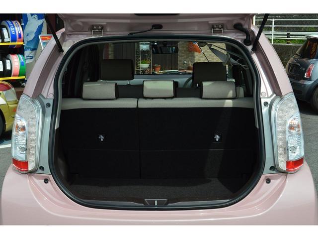 【フルフラット】後部座席を倒せば非常に広々です! チャイルドシートがあっても広々!車内での子供の世話も楽々!オムツを替えるのでも、車内で出来ます!!