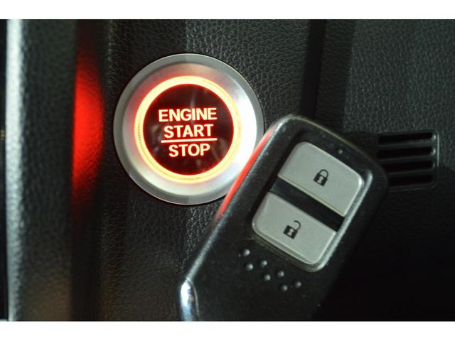 【ステアリングスイッチ】ハンドル操作でオーディオ等がコントロール出来ますので、利便性だけでなく事故防止にも繋がります。 ハンドルも目立ったへたり等なく、綺麗な状態です♪