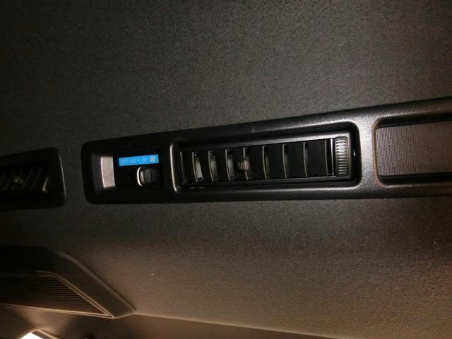 スーパーGL 50TH アニバーサリーリミテッド 4WD トヨタセーフティーセンス 両側パワースライドドア ディーゼルターボ フルセグ付きSDナビ LEDヘッドライト スマートキー プッシュスタート ホワイトレタータイヤ ABS PS PW デイトナ(18枚目)