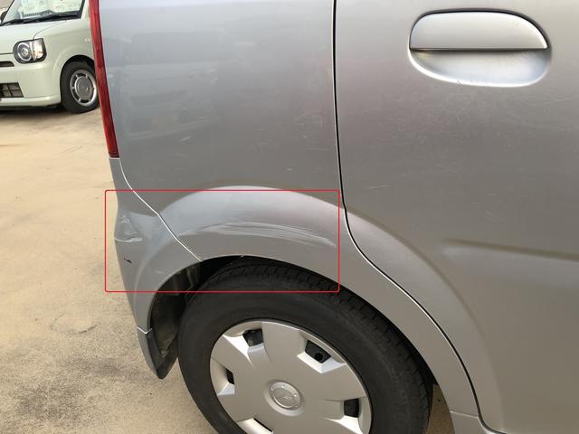 運転席側リアクォーターからリアバンパーにかけて傷があります。