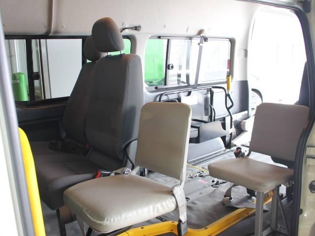 トヨタ レジアスエースバン 福祉車両 電動リアリフト 車いす2基 10人乗り 電動固定