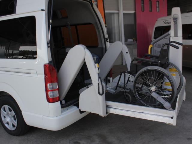 トヨタ レジアスエースバン 福祉車両 ウェルキャブ Bタイプ 電動リフト 車いす2基