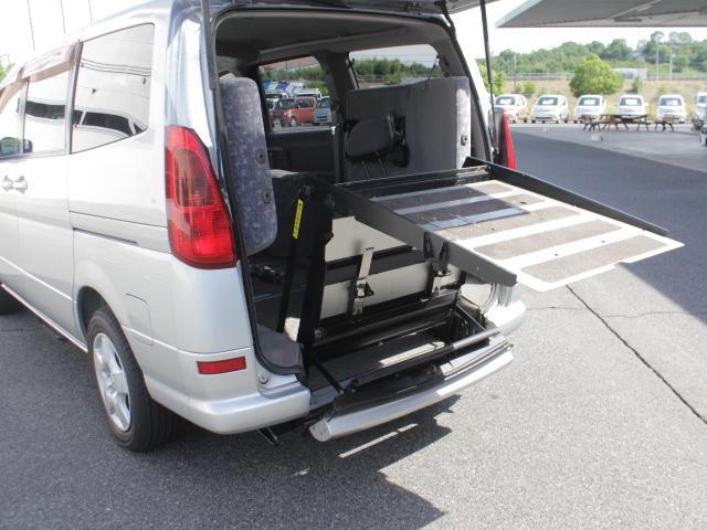 日産 セレナ 福祉車両 電動スロープ 車いす1基 固定装置 ニールダウン