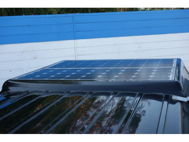ソーラーパネル搭載!日中の停車中も充電されます♪