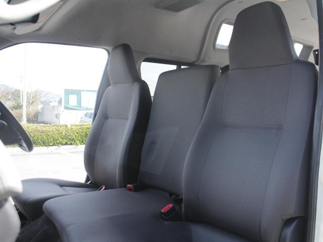 トヨタ レジアスエースバン 福祉車両 ウェルキャブ 電動リアリフト 車いす2基 ステップ
