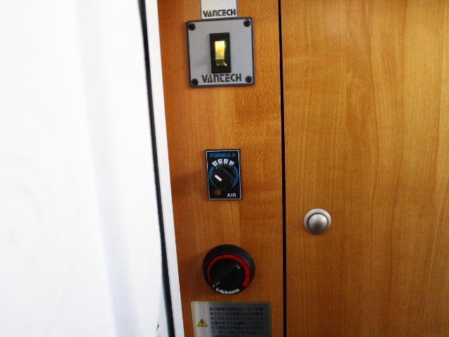 バンテック ジル520 常設2段ベット ツインサブバッテリー 走行充電 コンバーター 1500Wインバーター FFヒーター 冷蔵庫 ルーフベント 電子レンジ サイドオーニング ワンオーナー ナビ(14枚目)