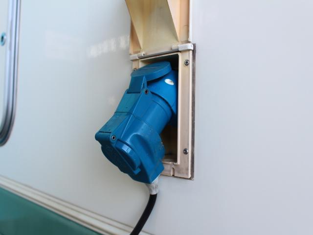 バンテック ジル520 常設2段ベット ツインサブバッテリー 走行充電 コンバーター 1500Wインバーター FFヒーター 冷蔵庫 ルーフベント 電子レンジ サイドオーニング ワンオーナー ナビ(33枚目)
