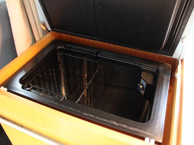 トヨタ レジアスエースバン TOWAモータース フェネック 4WD 2段ベッド 冷蔵庫