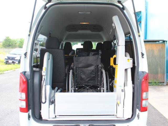 トヨタ レジアスエースバン ウェルキャブBロングRウインド付 車椅子2基積み