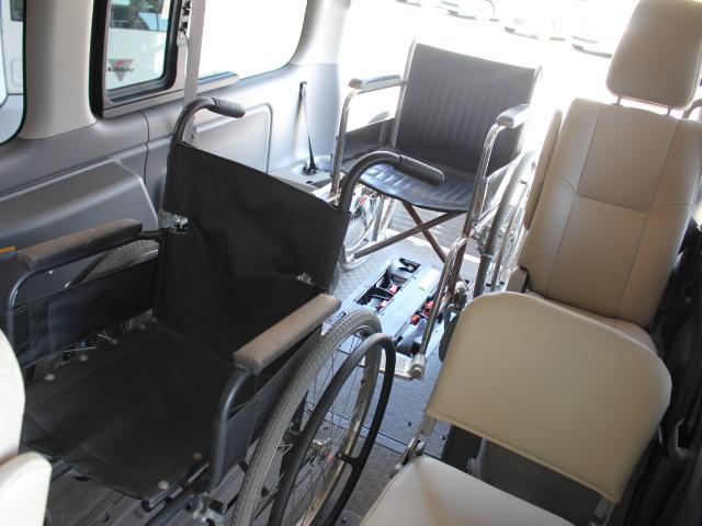 日産 NV350キャラバンバン 福祉車両 チェアキャブ 車いす4基積み