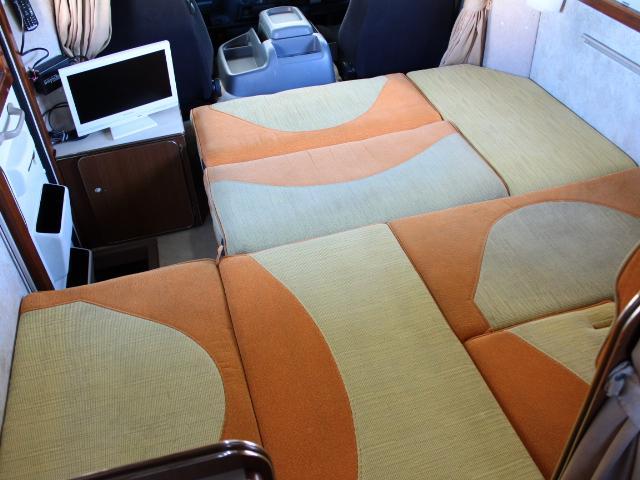 フロアベッドは広々としたベッド空間です♪