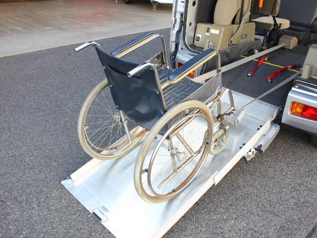 ダイハツ ハイゼットカーゴ 福祉車両 スローパー 電動ウィンチ 手動固定ベルト