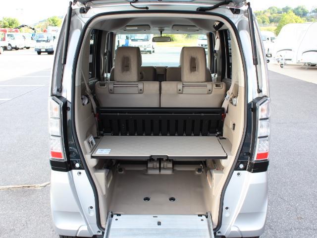 福祉車両 スローパー 車いす一基積み 4人乗車 手動固定(31枚目)