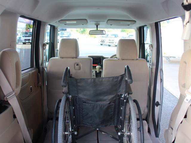 福祉車両 スローパー 車いす一基積み 4人乗車 手動固定(35枚目)