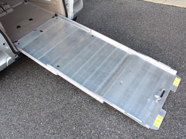 福祉車両 スローパー 車いす一基積み 4人乗車 手動固定(39枚目)
