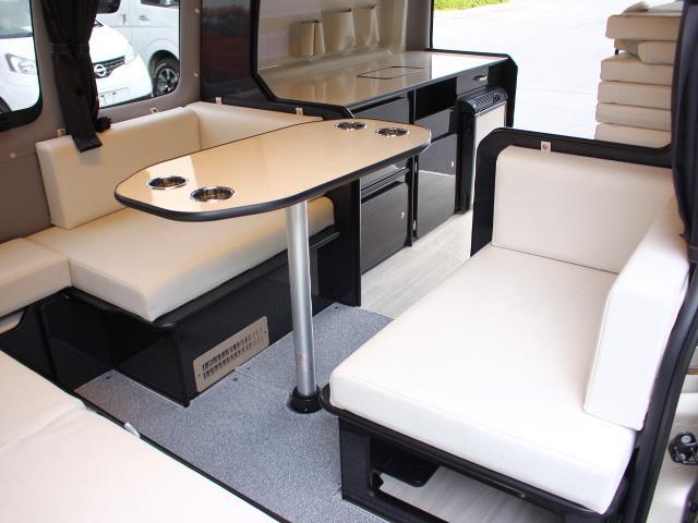 後部席は対面で乗車可能です♪