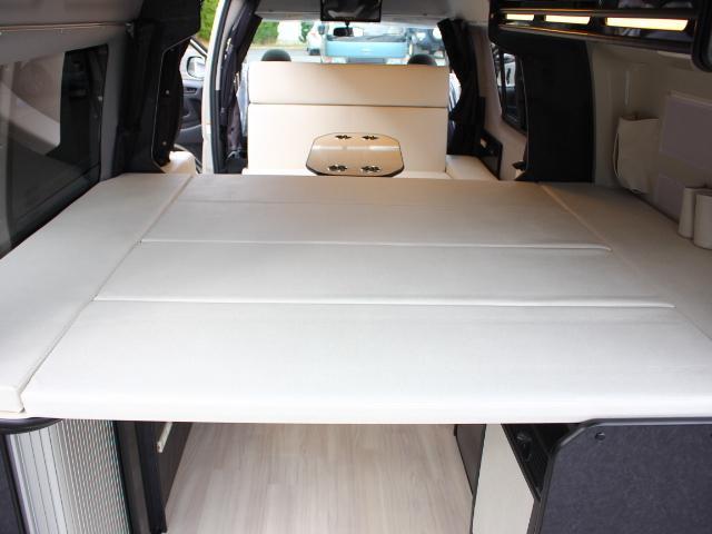 リア女王部ベッド寸法は、縦141×横183センチです☆