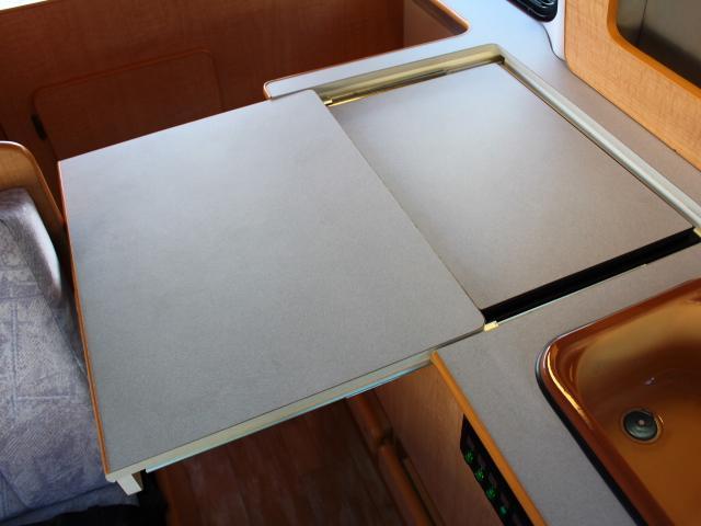 オリジナルキャンパー 4型フェイス 冷蔵庫 ツインサブBT(9枚目)