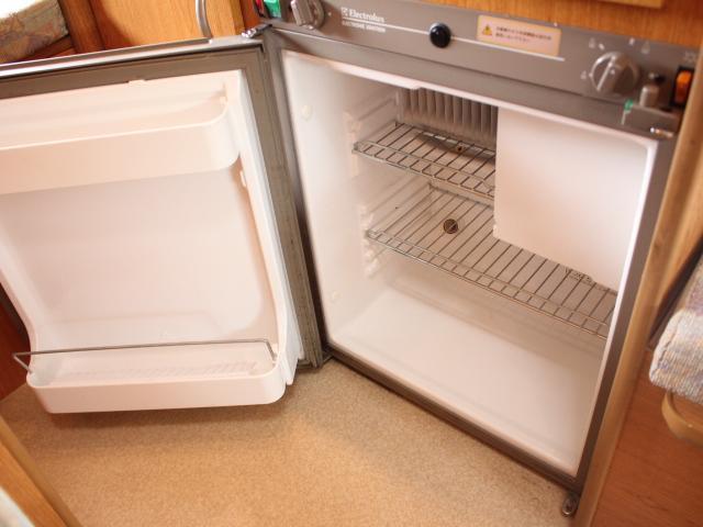 3Way(100V 12V ガス)冷蔵庫装備!