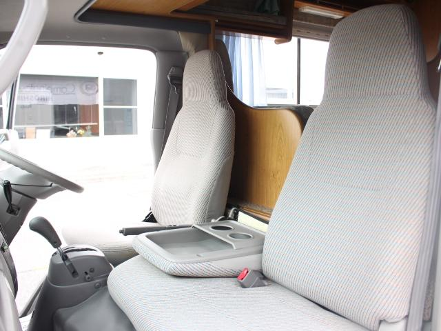 お車でのお越しの場合、山陽道河内インターから広島空港方面に走行しフライトロードをお通り下さい。