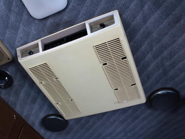 ルーフエアコン装備!夏場も快適に過ごせます♪
