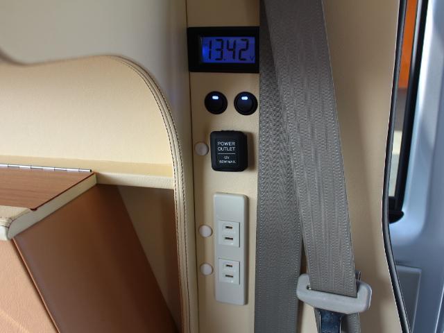 インバーターも装備しておりますので車内でコンセントの使用も可能です♪