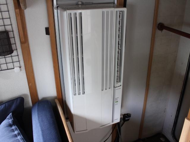 バンテック アトム ウインドウエアコン サイドオーニング 400Wインバーター シングルサブバッテリー コンバーター 走行充電 38L冷蔵庫 22インチ家庭用テレビ ランチョショック メモリーナビ(6枚目)