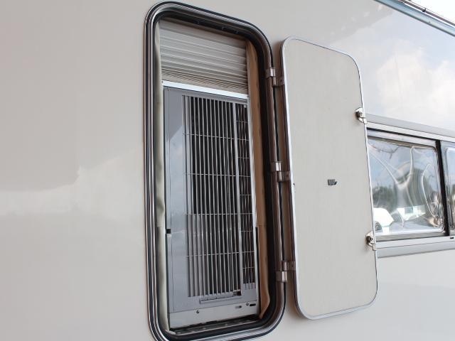バンテック アトム ウインドウエアコン サイドオーニング 400Wインバーター シングルサブバッテリー コンバーター 走行充電 38L冷蔵庫 22インチ家庭用テレビ ランチョショック メモリーナビ(33枚目)