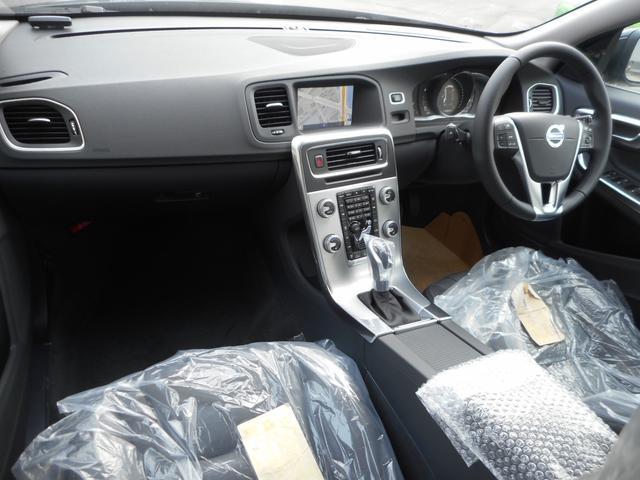 ボルボ ボルボ V60 T3 SE 登録済未使用車 フルセグ Iストップ