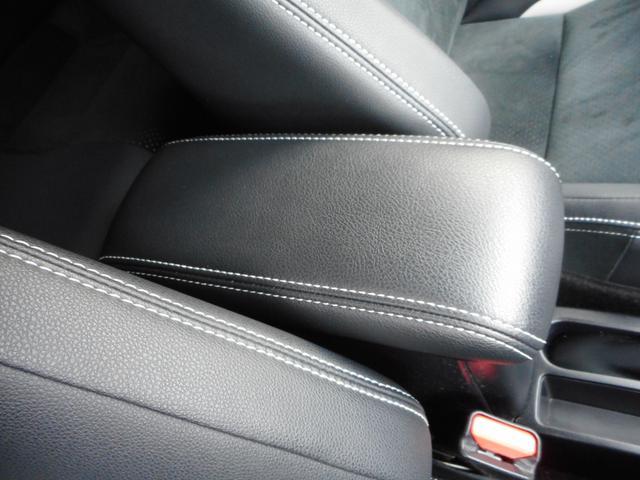 アームレスト装備!ロングドライブや高速運転時に姿勢が楽になります♪有ると無いとでは疲れが段違いに変わります!!