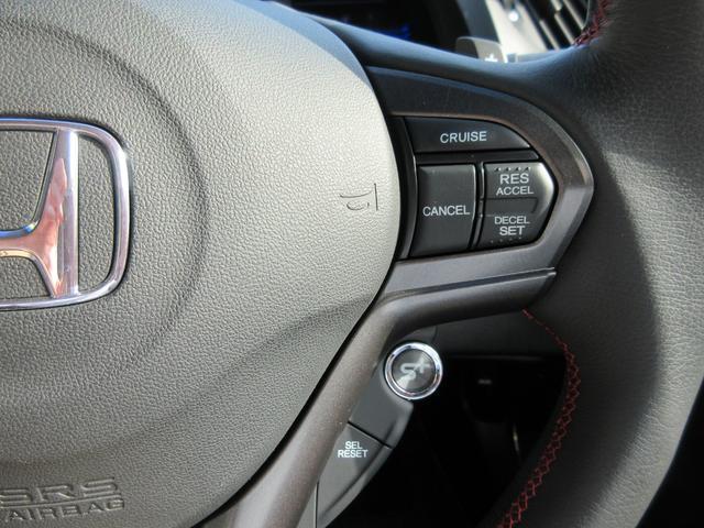 設定したスピードを自動で保ってくれるクルーズコントロール機能付!高速道路でのロングドライブなどで疲れが全然違ってきます。非常に便利で役に立つ快適機能です!!