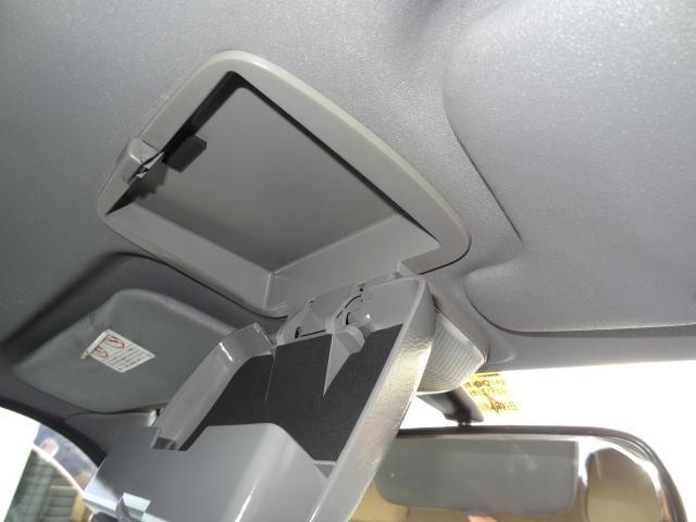 こだわりクリーニング7か条 其の肆.天井クリーニング ◇天井はスチームにてクリーニングいたします。普段あまり目につかず、気にならない部分ですが特に喫煙車ですと、天井が最も汚れている場合もあります。